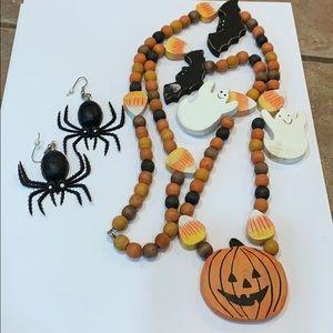 Jewelry - 💐5/25 Halloween creepy spider earrings wood bead